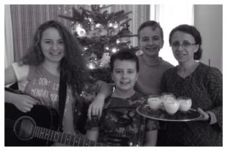 egg nog, guitar, christmas tree